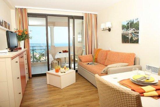 Pierre & Vacances Residence Cannes Villa Francia: Guest Room