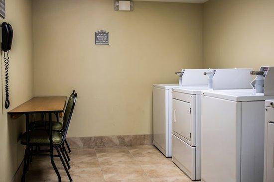 Quality Inn & Suites Near Fairgrounds Ybor City: FLALAUNDRY
