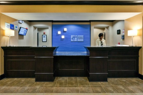 Holiday Inn Express Hotel & Suites Opelika Auburn: Front Desk