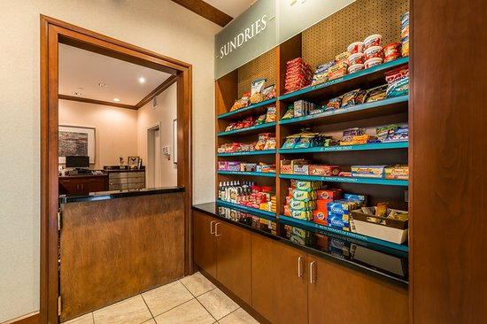 Staybridge Suites Gulf Shores: Grab a snack from the Pantry