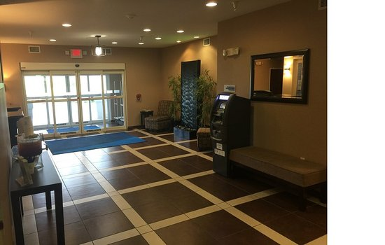 Le Roy, IL: Hotel Lobby
