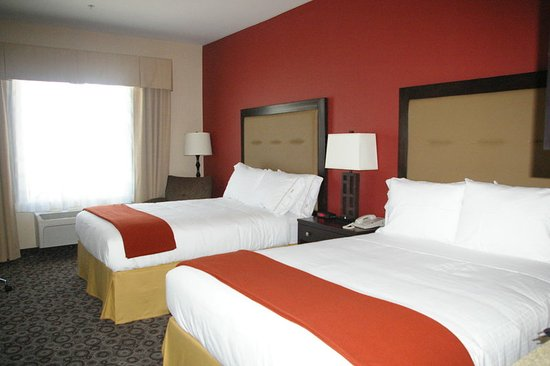Holiday Inn Express Hotel  & Suites Banning: Two Queen Beds