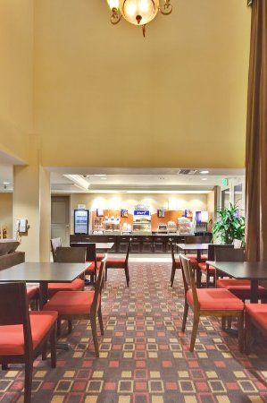 Holiday Inn Express Hotel  & Suites Banning: Breakfast Area