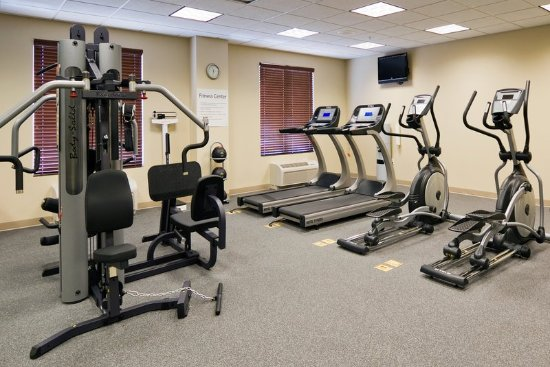 ‪‪Holiday Inn Express & Suites Fort Myers- The Forum‬: Fitness center features variety of exercise equipment!‬