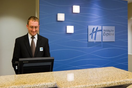 ‪‪Holiday Inn Express & Suites Fort Myers- The Forum‬: Front Desk‬
