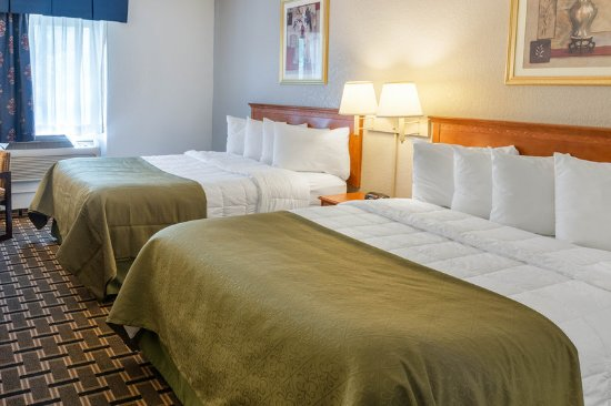 Savage, MN: Guest room with two beds