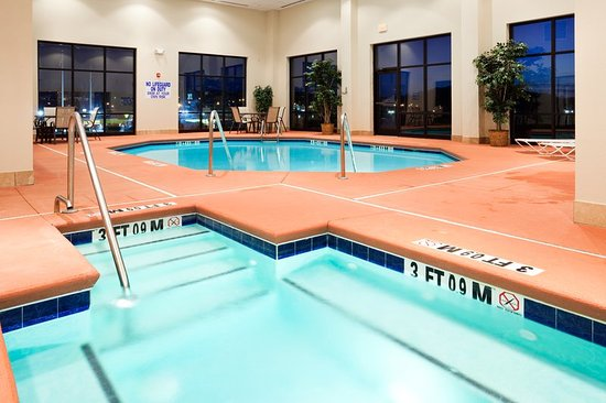 Holiday Inn Express: Swimming Pool and Hot Tub