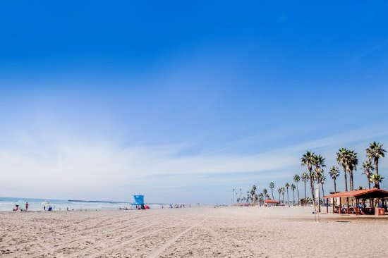 Holiday Inn Oceanside Camp Pendleton Area: Easy walk with your boards to Oceanside Harbor beach!