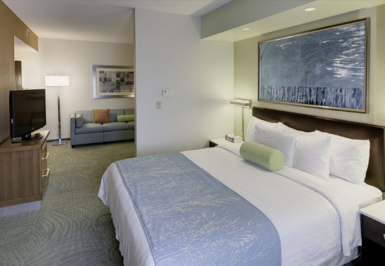 Solon, OH: King Suite Sleeping Area