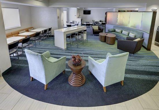 Solon, OH: Lobby Lounge