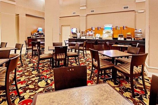 Holiday Inn Express Hotel & Suites Crestview : Holiday Inn Express & Suites Crestview- complimentary breakfast.