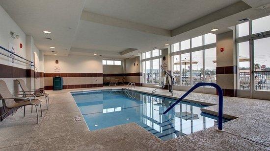 Meridian, MS: Relax and enjoy our heated indoor pool.