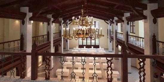 DoubleTree by Hilton The Tudor Arms Hotel: Tudor Room