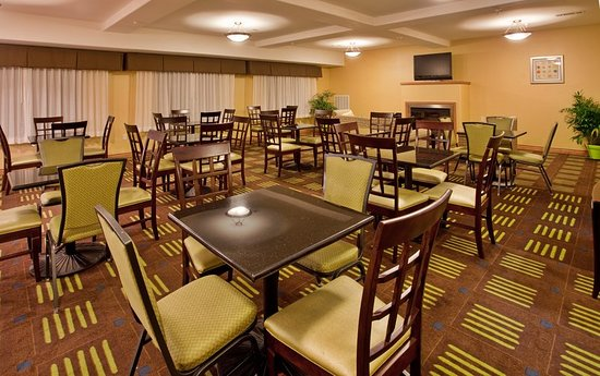Holiday Inn Express Hotel & Suites Kansas City Sports Complex: Breakfast Area