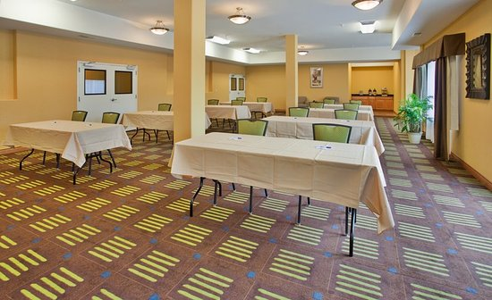 Holiday Inn Express Hotel & Suites Kansas City Sports Complex: Meeting Room