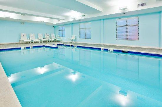 Holiday Inn Express Hotel & Suites Lebanon: Swimming Pool