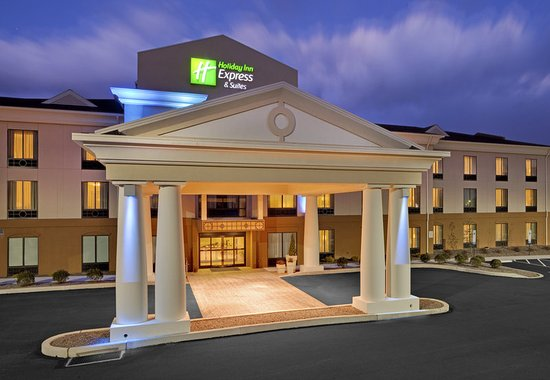 Holiday Inn Express Hotel & Suites Lebanon: Hotel Exterior