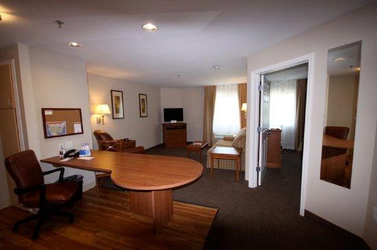 Evans Mills, NY: Livingroom area in One Bedroom Suite