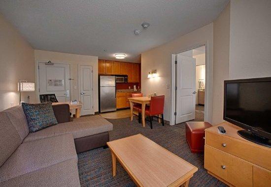 Neptune, NJ: One-Bedroom Suite