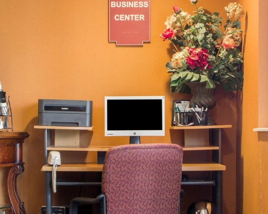 Quality Inn: Business center