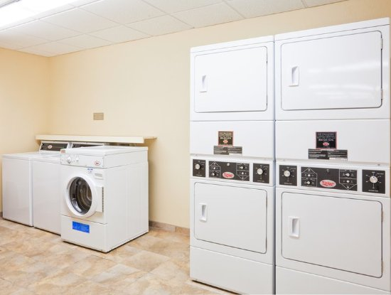 Candlewood Suites Montgomery: Free Guest Laundry Facility