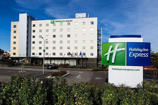 Holiday Inn Express Lisbon Oeiras: Hotel Exterior