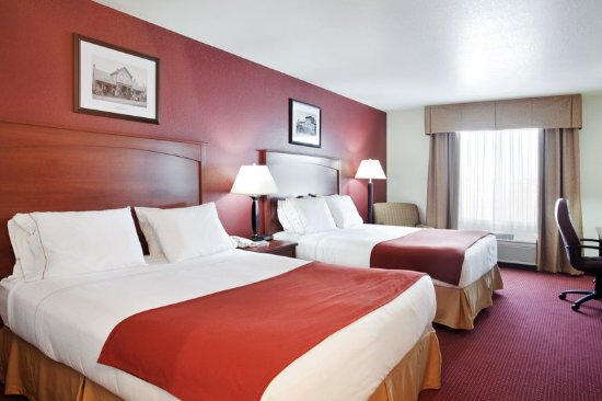 Holiday Inn Express Watertown: Double Queen Guest Room