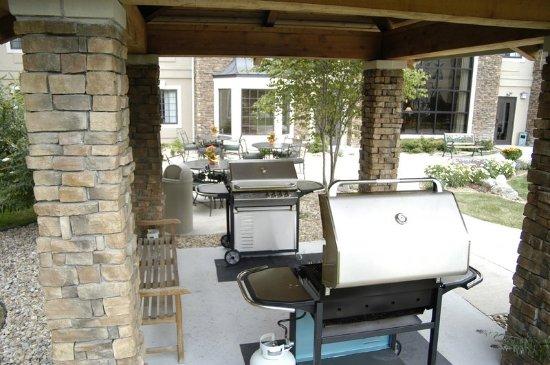 Staybridge Suites Denver South-Park Meadows: Guest BBQ