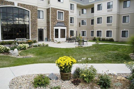 Staybridge Suites Denver South-Park Meadows: Courtyard