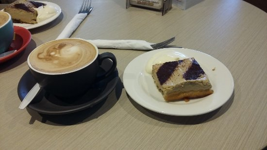 Tomakin, Australia: Tiramisu and coffee