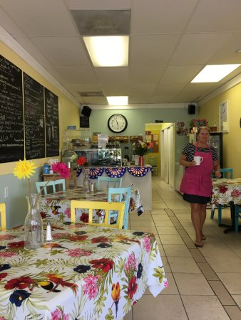 Simply Susanne's Cafe: Clean, friendly and steps away from the beach.