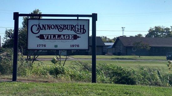 Murfreesboro, Теннесси: CANNONSBURGH VILLAGE