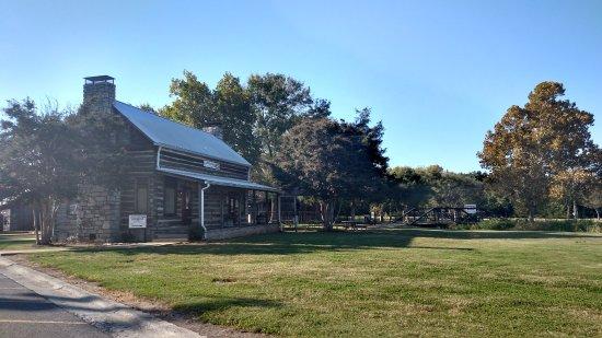 Murfreesboro, Теннесси: CANNONSBURGH VILLAGE VISTOR'S CENTER & GIFT SHOP