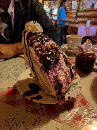 Saint Mary, มอนแทนา: Huckleberry ice cream pie, Jason salad and Bear Attack.