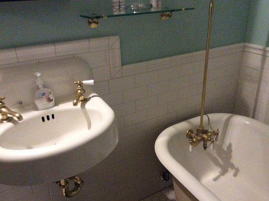 Alaska Heritage House : Sehr schönes antikes Badezimmer.