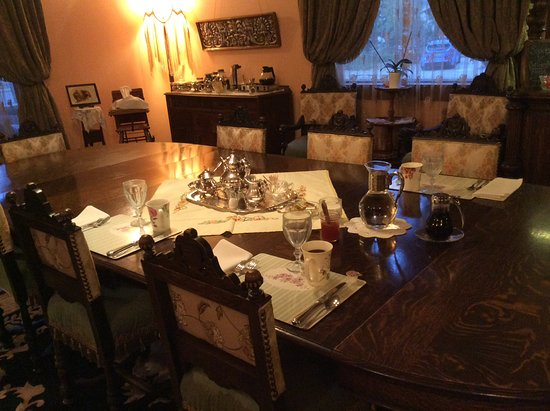 Alaska Heritage House : Der gedeckte Frühstücksraum.
