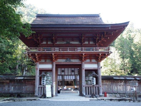 Hiyoshi Taisha: 西本宮楼門、四隅に猿の彫刻があります