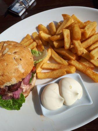 Van der Valk Hotel ARA: Broodje hamburger