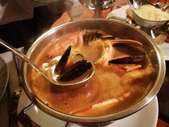 Auriac-du-Perigord, Франция: soupe de poisson en entrée pour une personne
