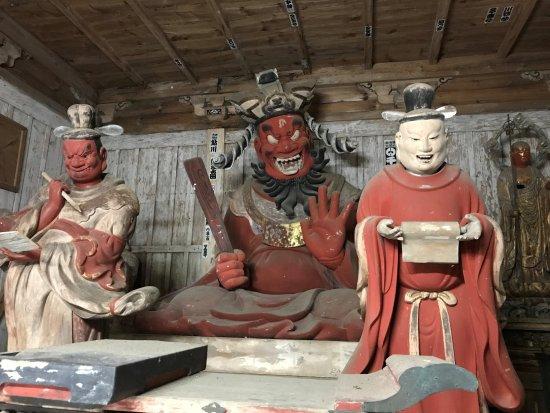 笑う閻魔様木造閻魔大王坐像・両脇侍像 - Picture of Saimyoji Temple ...
