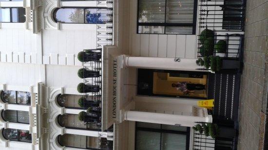 London House Hotel: 20170928_043210_large.jpg