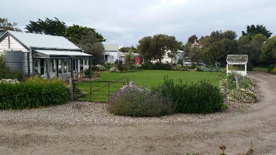 Middleton, Australia: Common garden and kitchen