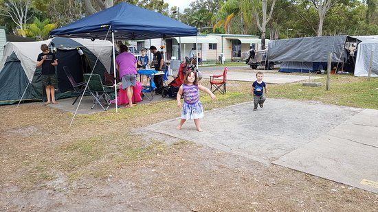 Woorim, Australia: There was space around my friends site, but the sites are small.