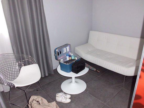 Hotel Grillon: een salon naast de badkamer