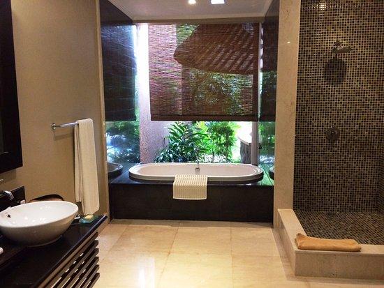 The Kunja Villas Spa Indoor Outdoor Bathroom