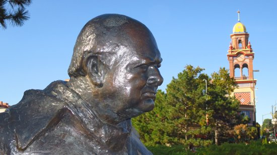 Country Club Plaza: Statue 1