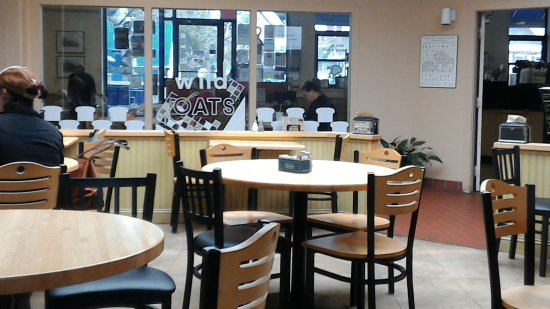 Wild Oats Bakery & Cafe: dining area