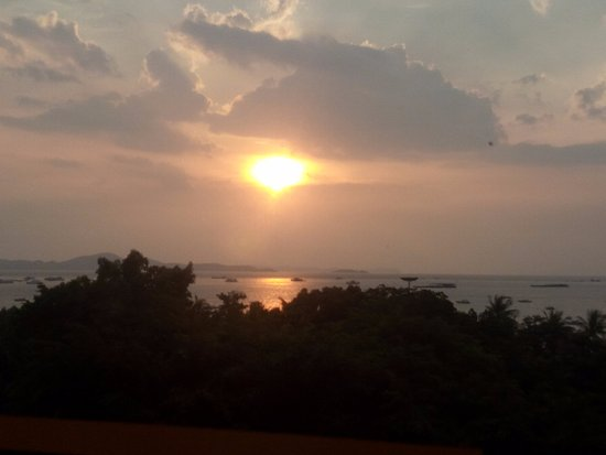 Imperial Pattaya Hotel: The sunset from the balcony of Imperial Hotel! Pattay, Thailand!