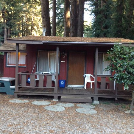 Fern River Resort Motel: This was our little cabin