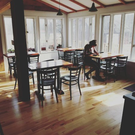 Frelighsburg, Canada: l'interieur avec les nouveaux plancher!